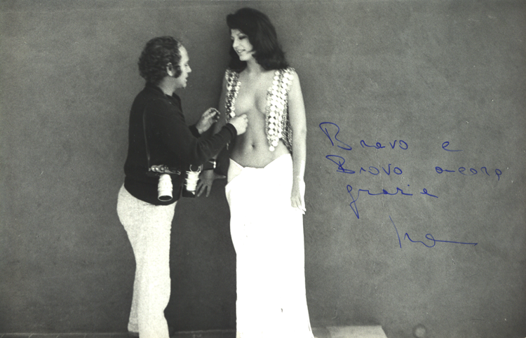 Angelo Frontoni prepares Ira von Fürstenberg for a photo shoot