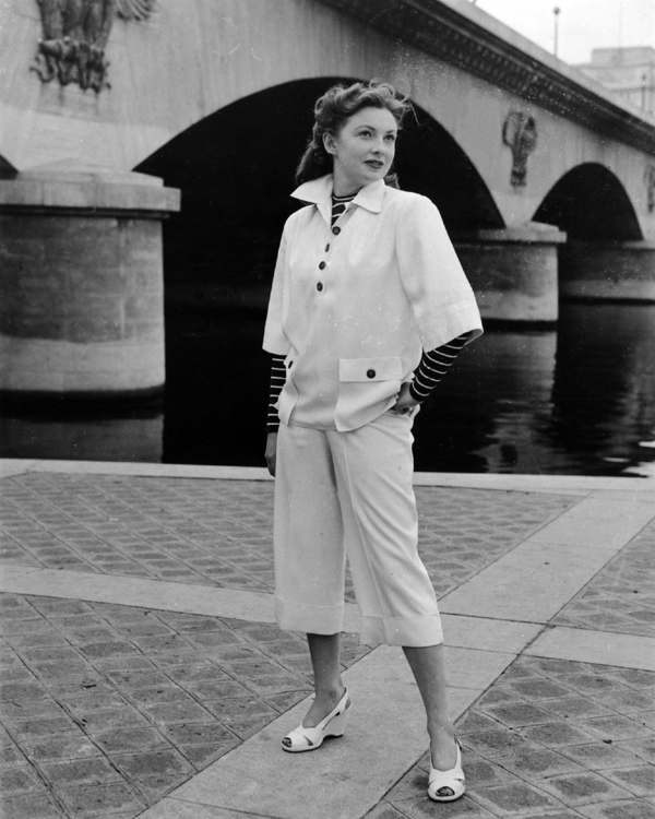 Fashion Flight – Joan Leslie