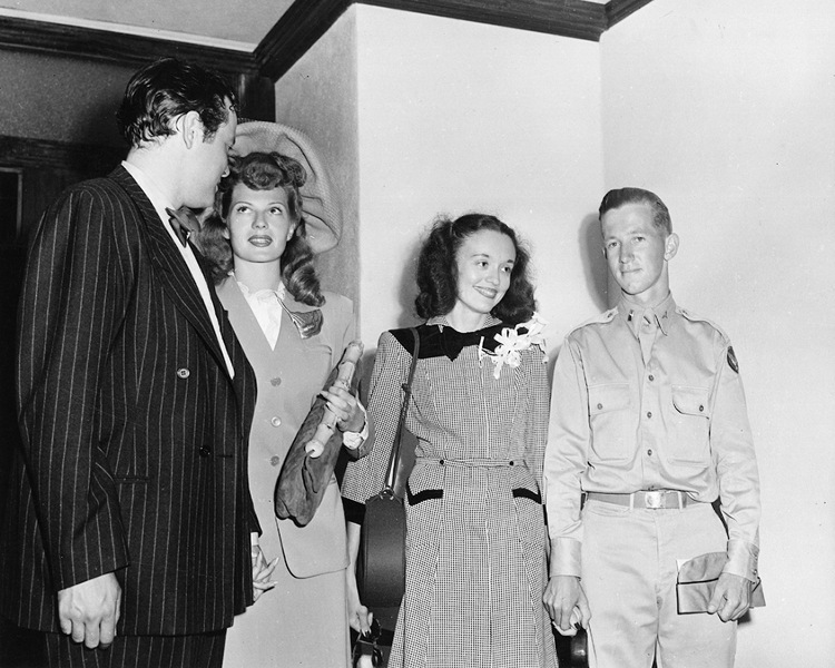 Orson Welles and Rita Hayworth get hitched
