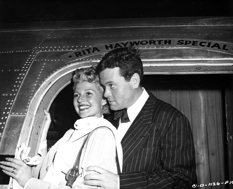 Rita Hayworth and Orson Welles off to Mexico to film The Lady from Shanghai