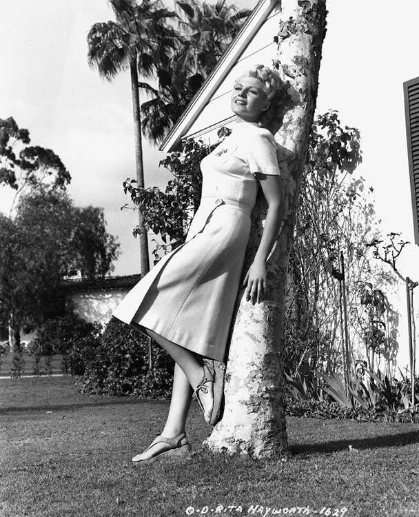Rita Hayworth about to go on tour after completing The Lady from Shanghai