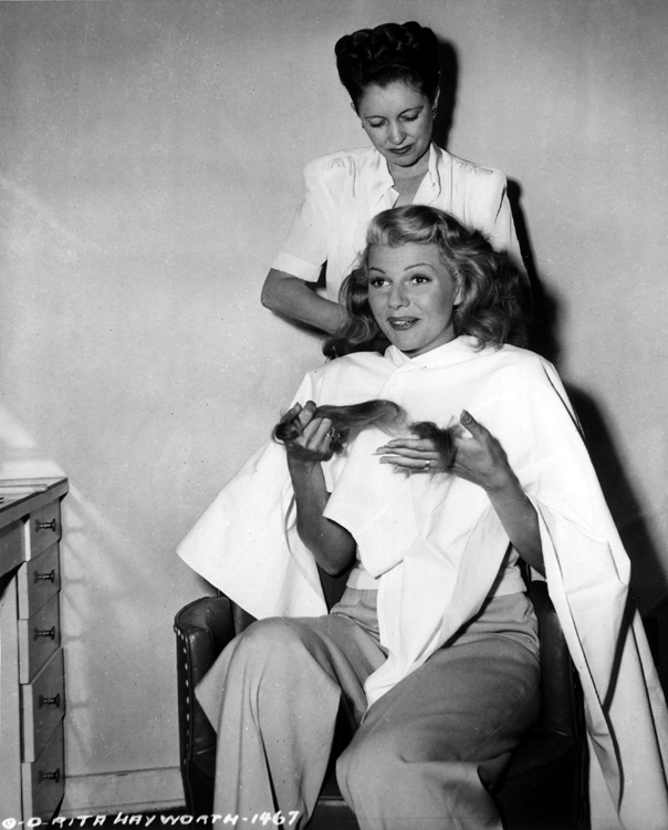 Helen Hunt giving Rita Hayworth a million dollar haircut for The Lady from Shanghai