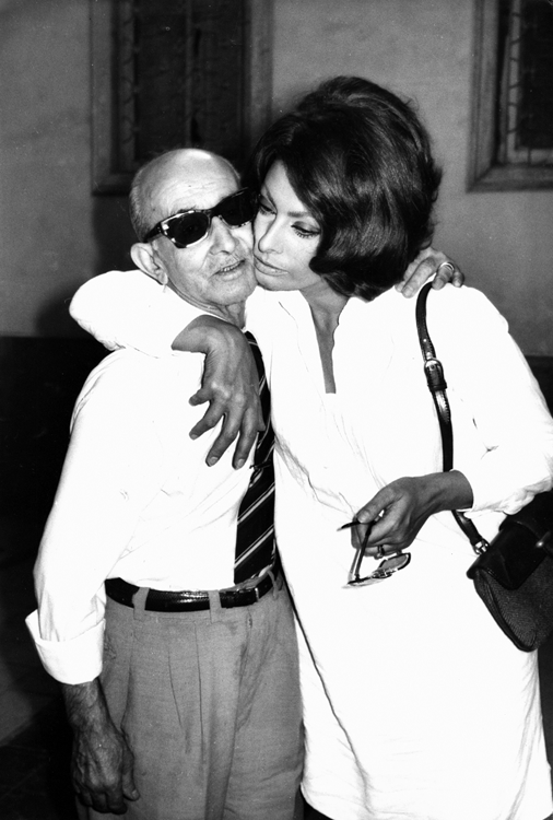 Sophia Loren hugging a friend