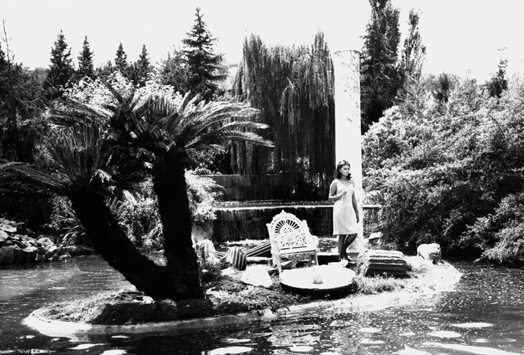 Sophia Loren in an exotic garden