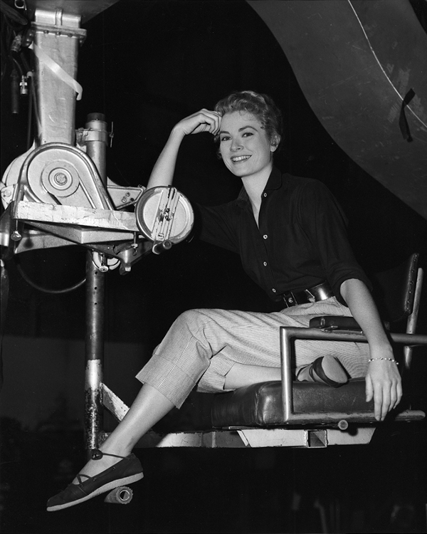 Grace Kelly at ease
