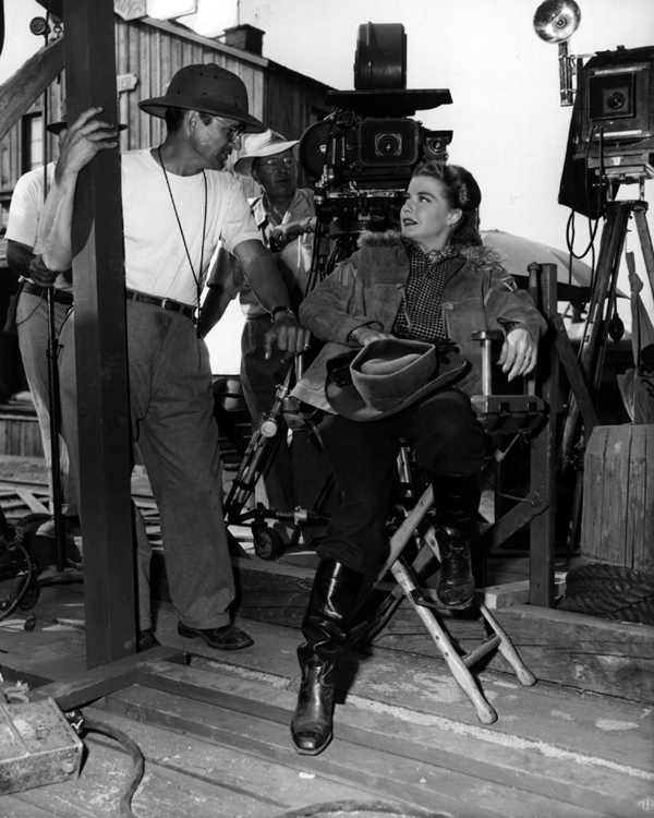 Ann Sheridan and Sidney Hickox on the set of Silver River