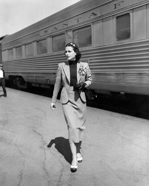 Hedy Lamarr arrives in Hollywood