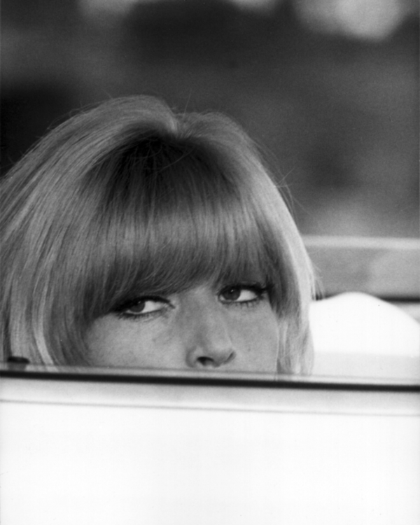 Monica Vitti as Sabina in Le Fate