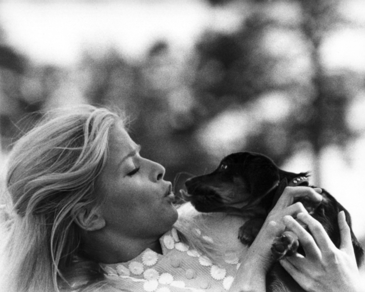 Ewa Aulin with a cute puppy